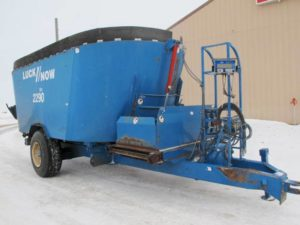 Luck-Now 2290 vertical mixer feed wagon | Farm Equipment>Mixers>Vertical Feed Mixers - 1