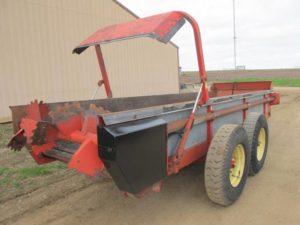 Gehl 325 manure spreader | Farm Equipment>Manure Spreaders - 1
