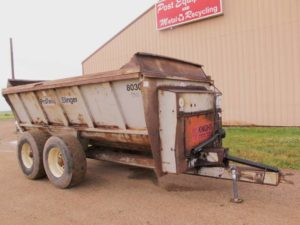 Knight 8030 slinger manure spreader
