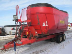 NDE 2802 vertical mixer wagon | Farm Equipment>Mixers>Vertical Feed Mixers - 1