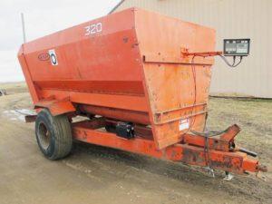 Oswalt 320 3 auger mixer wagon | Farm Equipment>Mixers>Misc. Feed Mixers - 1
