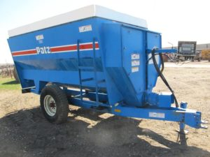 Patz 305 3 auger mixer wagon | Farm Equipment>Mixers>Misc. Feed Mixers - 1