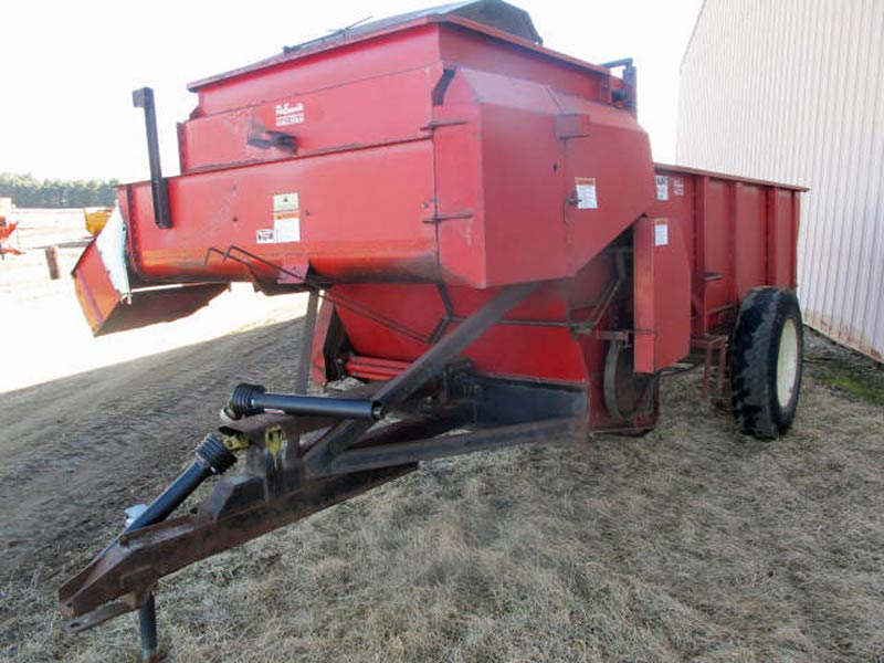 Roorda 4x10 bunk feeder | Farm Equipment>Mixers>Misc. Feed Mixers - 1