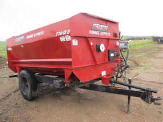 Roto Mix 274-12B Reel Mixer Wagon | Farm Equipment>Mixers>Reel Feed Mixers - 1