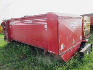 Roto-Mix 524-15 mixer wagon | Farm Equipment>Mixers>Reel Feed Mixers - 1