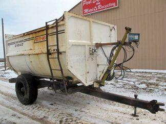 Roto-Mix 420-12 reel mixer wagon   Farm Equipment>Mixers>Reel Feed Mixers - 1