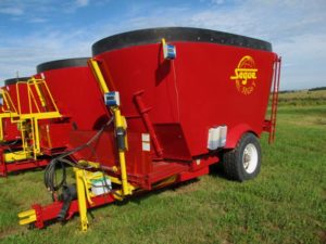 Segue/Supreme SEG6T vertical mixer | Farm Equipment>Mixers>Vertical Feed Mixers - 1