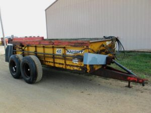 Knight 410 horizontal beater manure spreader