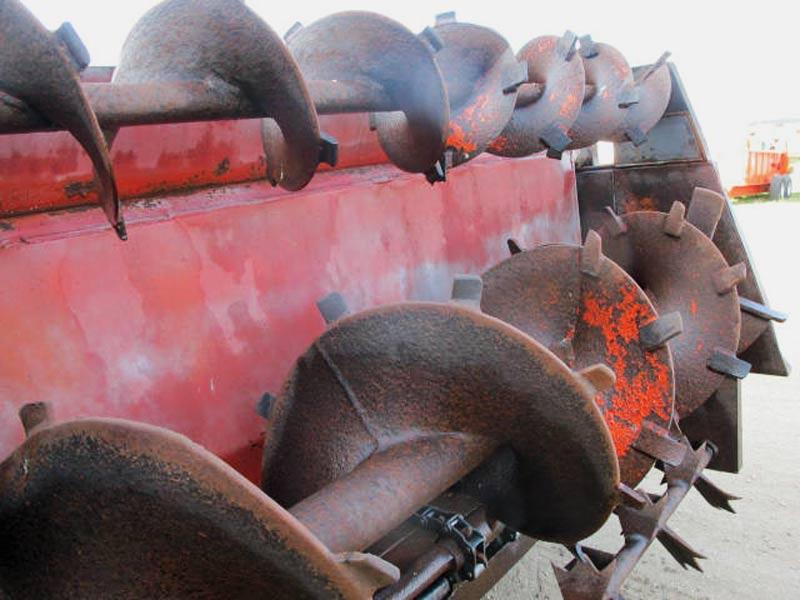 Knight 410 horizontal beater manure spreader   Farm Equipment>Manure Spreaders - 5