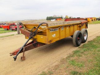 Knight 410 horizontal beater manure spreader | Farm Equipment>Manure Spreaders - 1