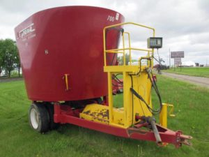 Supreme 700 S vertical mixer wagon | Farm Equipment>Mixers>Vertical Feed Mixers - 1