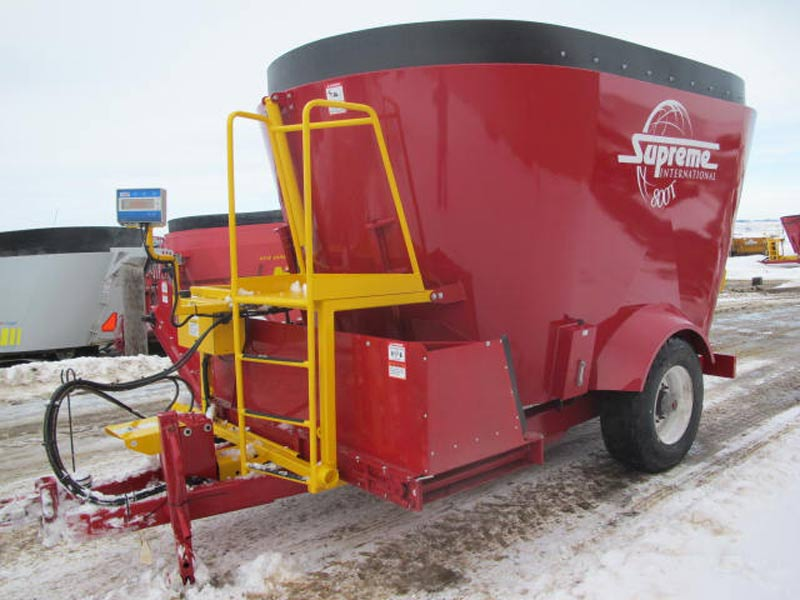 Supreme 800T vertical mixer wagon