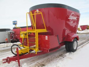 Suprem 900T vertical Mixer wagon | Farm Equipment>Mixers>Vertical Feed Mixers - 1