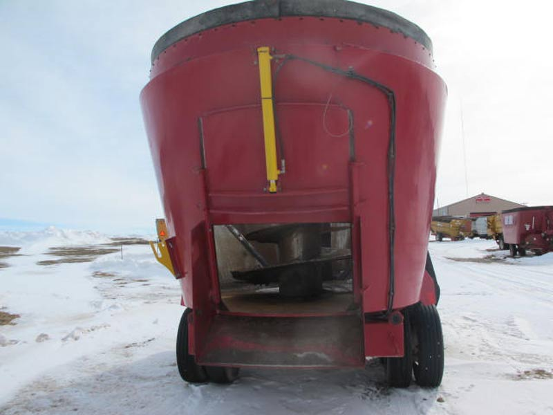 Supreme 1200T Vertical mixer wagon | Farm Equipment>Mixers>Vertical Feed Mixers - 4