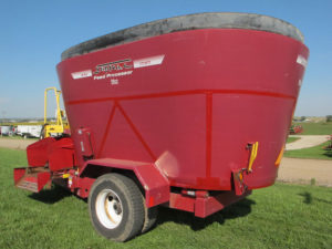 LOANER Supreme 900T vertical mixer wagon | Farm Equipment>Reserve Inventory - 1