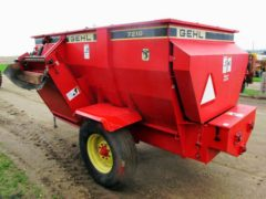 Gehl 7210 auger mixer wagon | Farm Equipment>Mixers>Misc. Feed Mixers - 7