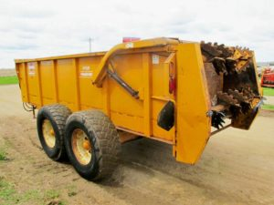 Knight 1159 horizontal beater manure spreader