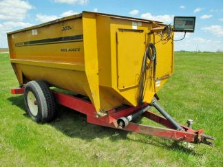 Knight 3030 reel mixer wagon | Farm Equipment>Mixers>Reel Feed Mixers - 1