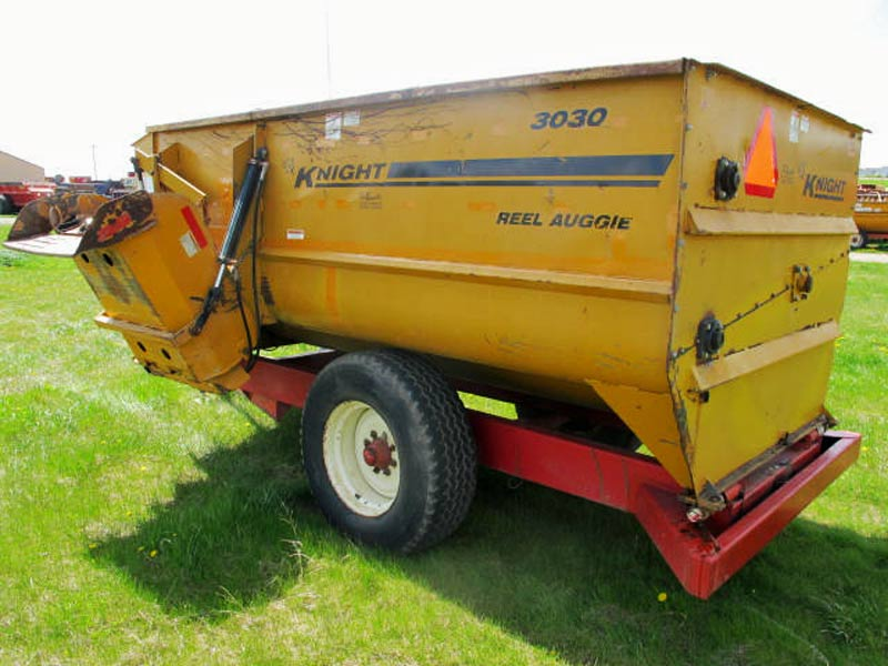 Knight 3030 reel mixer wagon | Farm Equipment>Mixers>Reel Feed Mixers - 6