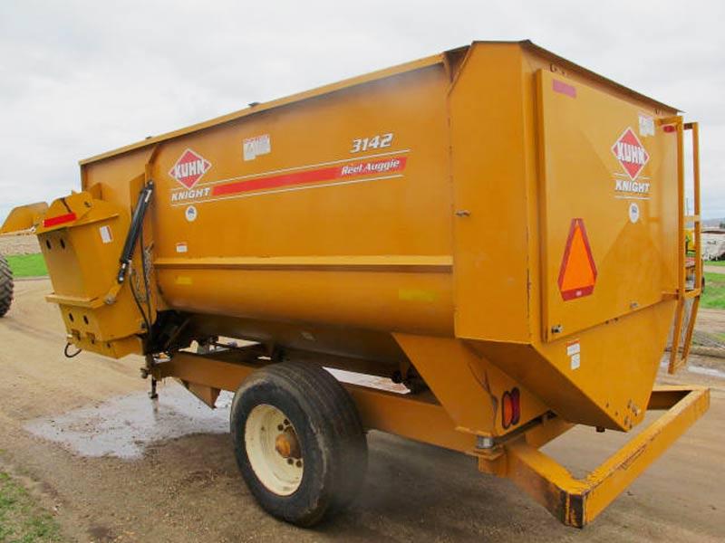 Knight 3142 Reel Mixer Wagon | Farm Equipment>Mixers>Reel Feed Mixers - 6
