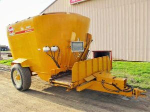 Kuhn Knight 5144 Vertical Mixer Wagon