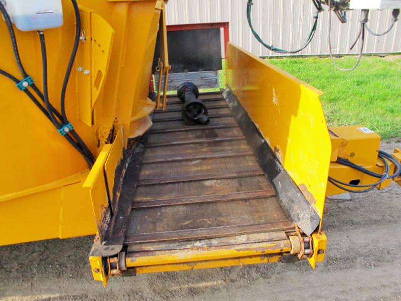 Kuhn Knight 5144 Vertical Mixer Wagon | Farm Equipment>Mixers>Vertical Feed Mixers - 5