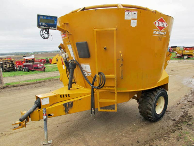 Knight 5127 TMR Mixer Wagon | Farm Equipment>Mixers>Reel Feed Mixers - 1