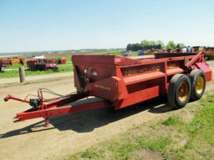 New Holland 190 manure spreader