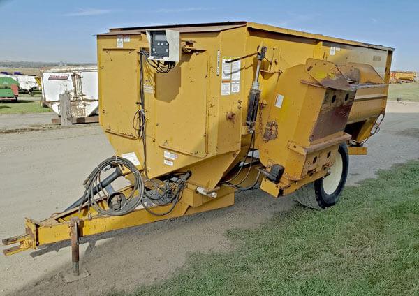 Knight-3030-Reel-Mixer-Wagon