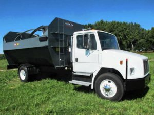 Farm Aid 680 Reel mixer on 2001 Freightliner