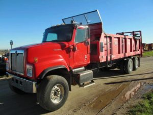 IH 5600 I truck with Roda 2020 Manure Spreader