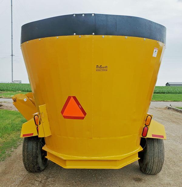 Knight-5042-Vertical-Mixer-Wagon