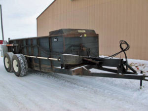 Meyers-M700-Manure-Spreader-ID2894