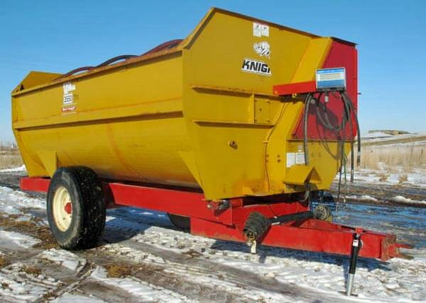 Knight-3550-Reel-Mixer-Wagon