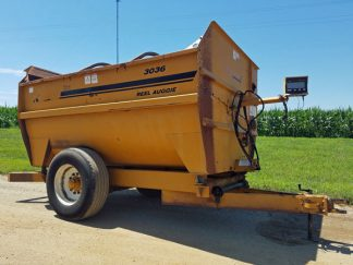 Kuhn-Knight-3036-Reel-Mixer-Wagon-ID2955