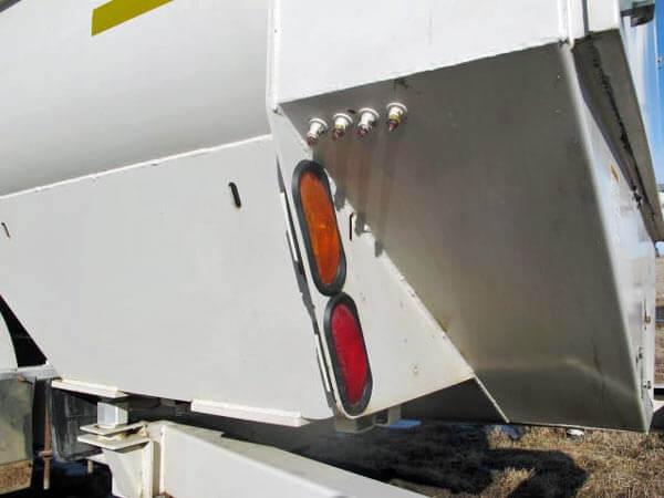 Kuhn-Knight-3170-Reel-Mixer-Wagon
