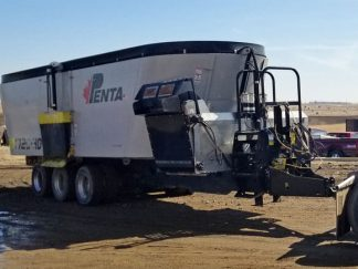 Penta-1720-HD-Triple-Vertical-Mixer-Wagon-2977