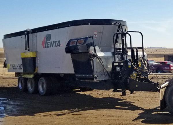 Penta-1720-HD-Triple-Vertical-Mixer-Wagon-2977