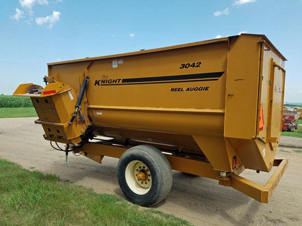 Knight-3042-Reel-Mixer-Wagon-ID3015