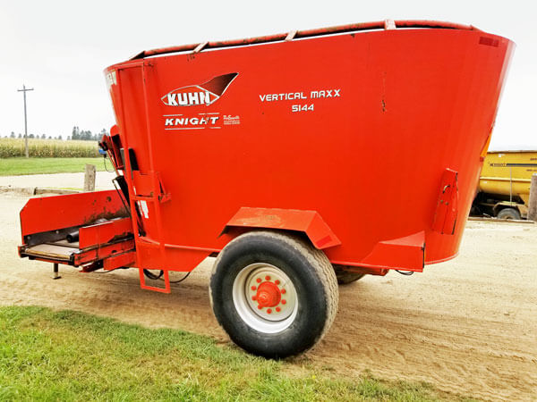 Kuhn-Knight-5144-Vertical-Feeder-Wagon-ID3035