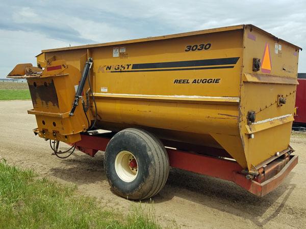 Kuhn-Knight-3030-Reel-Mixer-Wagon-ID3068