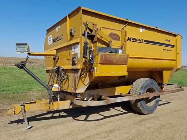 Kuhn-Knight-3042-Reel-Mixer-Wagon-ID3060