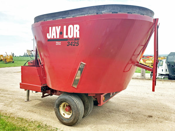 Jay-Lor-3425-Vertical-Mixer-Wagon