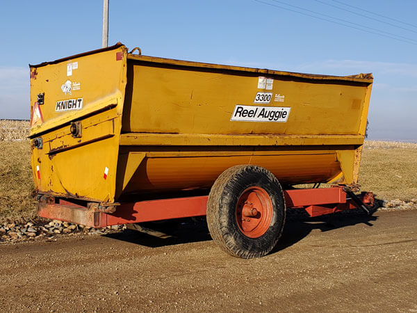 Knight-3300-Reel-Mixer-Wagon