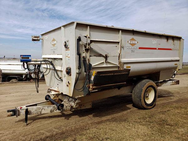 Kuhn-Knight-3160-Commercial-Reel-Mixer-Wagon