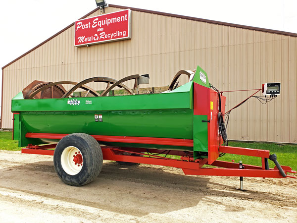 Farm-Aid-430-Reel-Mixer-Wagon-ID3321