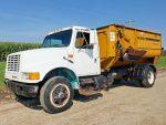 Knight-3030-Reel-Mixer-on-1991-IH-Truck