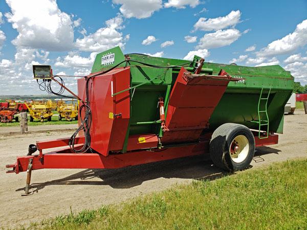Farm-Aid-430-Reel-Feeder-Wagon