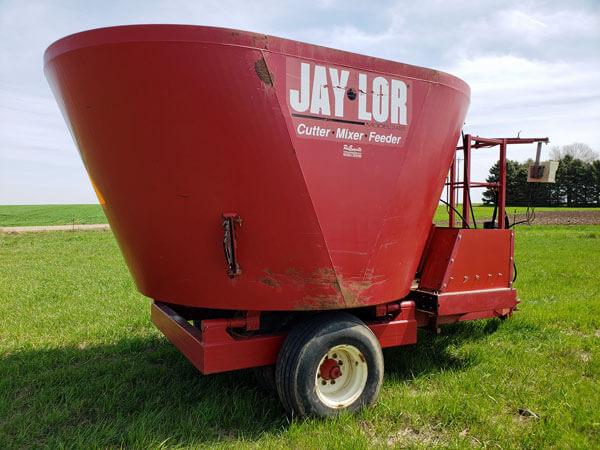 Jay-Lor-2425-Vertical-Feed-Mixer-ID3371