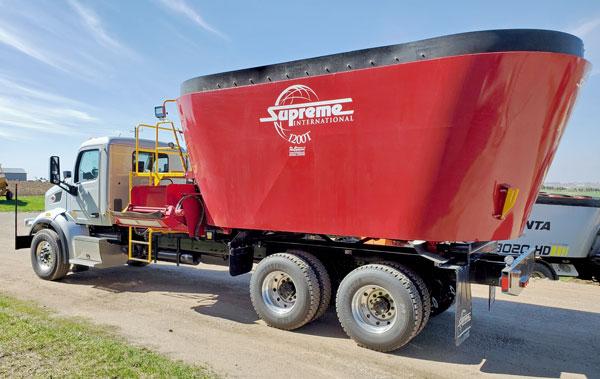 Supreme-1200T-Vertical-Mixer-Mounted-On-2020-Peterbilt-Truck